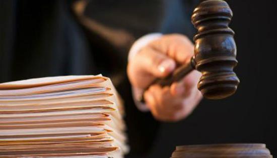 محكمة مطرقة القاضي